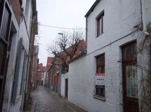 Rustig gelegen rijhuisje, in één van de gezelligste straatjes van Leuven. Vlakbij het station, het centrum van Leuven, de winkels, autos