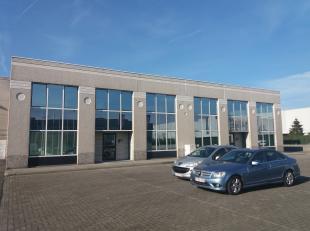 Kantoren gelegen te Desteldonk net buiten de R4 tussen Zelzate en Gent, vlot ontsluitbaar via R4 naar Antwerpen, Gent, Sint-Niklaas en Gent-Zeehaven.<
