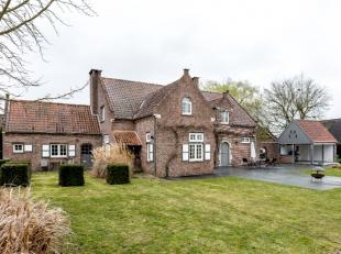 Cette belle villa de style campagnard est située dans un quartier verdoyant à distance de vélo du centre de Louvain. La proximit&