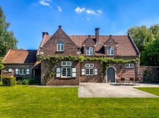 Deze villa is gelegen in een groene omgeving en toch op fietsafstand van Leuven. Ook de nabijheid van heel wat winkels, sportfaciliteiten en de aanslu
