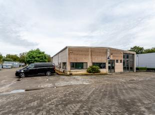 Dit ontwikkeld bedrijfsgebouw situeert zich op de Brusselsesteenweg vlakbij het centrum van Leuven en de belangrijkste verbindingswegen naar de autost