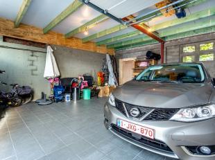 Graag presenteren we u deze werkplaats of garage voor twee wagens op een strategische ligging. Gelegen in de nabijheid van winkels, een supermarkt, he