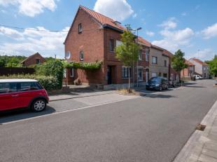 Deze woning is gelegen op de Wilselsesteenweg te Kessel-Lo. Echter niet op het drukke gedeelte, maar achterin gelegen vlak aan de afrit en oprit van d