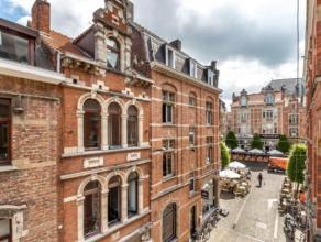 Deze opbrengsteigendom met statige voorgevel is gelegen op een zeer centrale en commerciële ligging in het centrum van Leuven. De opbrengstwoning