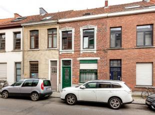 Gelegen in de Andreas Vesaliusstraat in hartje Leuven vinden we deze charmante woning met mooie voorgevel. De woning is functioneel ingedeeld en omvat