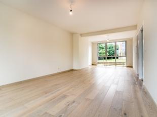 Dit volledig gerenoveerd appartement is gelegen op de eerste verdieping van een kleinschalige residentie. Het gebouw bevindt zich in hartje Leuven op