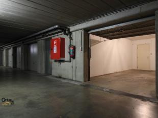 Deze afgesloten garagebox situeert zich op de -1 Tessenstraat 5, 3000 LEUVEN. De ondergrondse garage wordt afgesloten met een elektrische poort die me