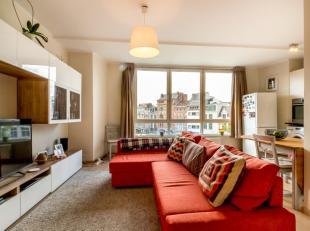 Dit prachtig appartement in hartje Leuven is gelegen op de derde verdieping van een kleinschalige residentie.Het lichtrijk appartement met prachtig zi