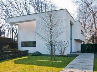 Reistraat 49 - Lanaken<br /> <br /> Onder architectuur gebouwde moderne villa (Architect Drieskens & Dubois, Hasselt) gelegen in de bosrijke villa