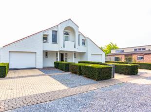 Vrijstaande ruime moderne villa op een ruim perceel van circa 1.800 m2. Naast de woning is een huisweide van 4.070 m2 gelegen welke bij de prijs inbeg
