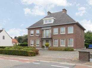 Fabriekstraat 94, 3950 Bocholt<br /> <br /> Stijlvol gerenoveerd herenhuis op een perceel van circa 1.014 m2 te Kaulille. Deze zeer ruime woning met e