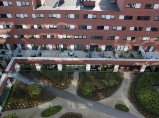 Prachtig appartement van 144m² aan de Vaartkom, in nieuwe staat, volledig ingericht met maatmeubelen, topkwaliteit van toestellen (Miele), inclus
