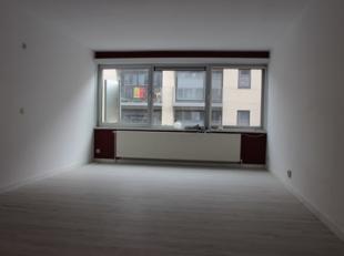Deze studio is op wandelafstand gelegen van het station van Leuven en vlakbij de winkelstraten.<br /> <br /> De studio is recentelijk gerenoveerd en o