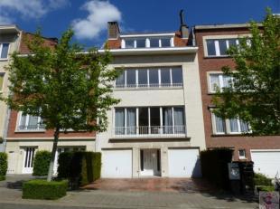 Situé proche de Gribaumont, bel appartement , 1ere occupation de 105 m² se composant d'un hall d'entrée, séjour de 35m²