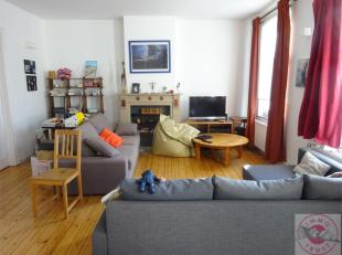 Situé près de la Place Jourdan, des transports et commerces, bel appartement meublé situé au 2ième étage com