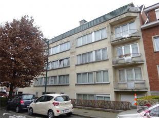Situé dans le quartier recherché du Chant d'oiseau, bel appartement de +/- 65m² au 4ième et dernier étage comprenant