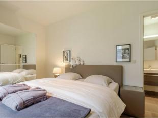 A proximité immédiate du métro, magnifique appartement meublé d'environ 120 m² offre un hall d'entrée avec WC
