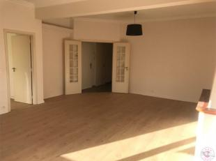 Idéalement situé proche du parc de Woluwe, dans un petit immeuble superbe appartement entièrement rénové de 95 m&su