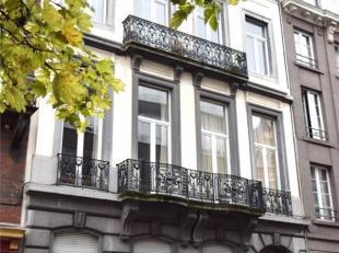 Situé à 2 pas de l'avenue Louise bel appartement de 40 m² se composant d'un séjour de 15 m², cuisine américaine