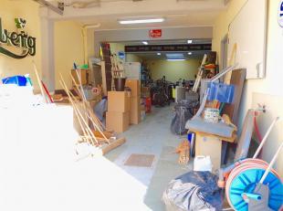 WEMMEL - REF: 3735583 - Dichtbij het Brusselse gewest en alle faciliteiten, bieden wij u deze ruime garage van 120m2 ingericht met een bureau en keuke