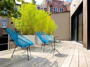 LAKEN - REF: 3784042 - Gelegen achter een gebouw en dichtbij alle faciliteiten, bieden wij u dit prachtig 2slpk appartement met een patio en een terra