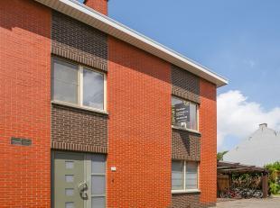 In de Weduwenrij, een uiterst rustige doodlopende straat te Wijgmaal staat deze halfopen bebouwing te koop! De woning dateert van 1977 en heeft een be