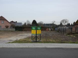 Perceel bouwgrond bestemd voor open bebouwing met een oppervlakte van 03a96ca (lot 1).<br /> Het perceel is gelegen in het centrum nabij tal van winke