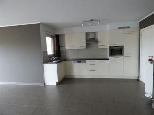 Dit appartement is centraal gelegen op de verbindingsweg Lier - Aarschot. Het beschikt over een inkomhal, een ruime leefruimte met open keuken, een be