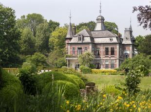 40 jaar terug kochten Ann & Ignace deze mooie eigendom in de dorpskern van Tiegem. 40 jaar lang genoten ze van alle woonkwaliteiten. Dit zowel bin