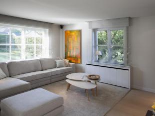 In de www.janvaneyckstraat17.be in Kortrijk bieden we voor Sofie & Rubben hun sfeervol gerenoveerde villa te koop aan. De renovatie dateert van 20