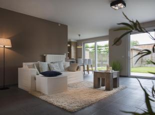 In de www.klijtstraat4.be inIzegem bieden we voorValentine, Bram& hun 3 kids hungezellige & verrassend ruime woningte koop aan.Het gezin start