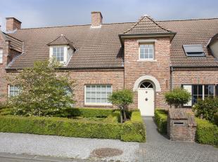 In www.ronksdreef10.be te Kortrijk bieden we jou graag deze charmante en instapklare woning aan. De woning bestaat uit een gezellige en lichtrijke lee