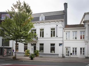 Op het www.pleindertig.be te Kortrijk stellen we jou graag deze herenwoning voor.  De woning wordt op vandaag zowel beroepsmatig als privaat gebruikt
