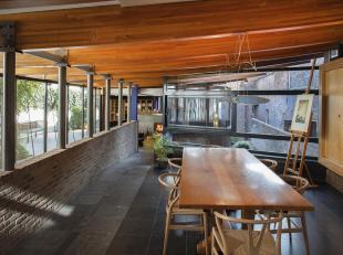 Deze woning in de www.kapittelstraat6.be kunnen we op z'n minst verrassend noemen.  Achter de natuurstenen gevel schuilt een verborgen parel in het ha