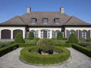 In de www.bissegemstraat243.be in Gullegem stellen we jou graag deze grote alleenstaande woning voor.  De woning uit 1994 werd zeer kwalitatief gebouw