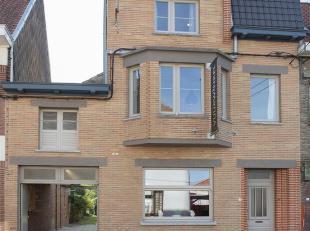 In de www.hektorcasteleinstraat5.be in Marke, deelgemeente van Kortrijk, stellen we jou graag deze woning voor.  De woning dateert uit de jaren '30 en