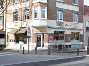 Eetkaffee Croqanne is gevestigd op de hoek van de Thomas Van Loostraat en de Voorhavenlaan.  <br /> <br /> Er zijn 26 zitplaatsen en er is tevens een