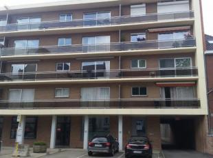 Appartement très bien soigné dans la résidence TABOR, comprenant: un hall d'entrée, un salon, une cuisine,