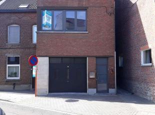 Verzorgde en goed gelegen woonst (driegevel) met recht van doorgang aan de rechterzijde van het gebouw in een rustige omgeving met zeer snelle verbind