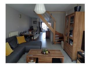 Indeling:2de verdieping:inkom, leefruimte met veel lichtinval, open ingerichte keuken met toestellen (gasfornuis met afzuigkap, elektrische oven, ijsk