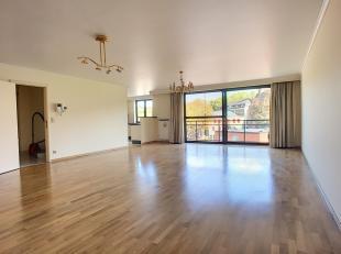 Ideaal gelegen in het centrum van Overijse, dicht bij openbar vervoer & winkels, prachtig appartement van +/- 180m² gebouwd in 2003 op de 3e