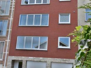 Op derde en laatste verdiep van een klein gebouw gelegen in een rustige straat, op loopafstand van de winkels en openbaar vervoer, dit appartement gen