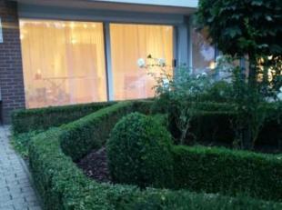 Gelijkvloers appartement met tuin te huur nabij het centrum van Geel!<br /> Ligging:<br /> Zeer centrale ligging!!<br /> Het openbaar vervoer, de scho
