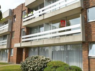 Zeer netjes onderhouden appartement, op de eerste verdieping, net buiten het centrum van Geel.Het appartement bestaat uit:inkomhalwoonkamer met terras