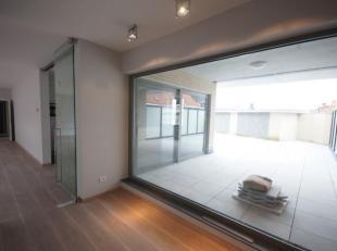 Prachtig nieuwbouwappartement op de eerste verdieping, ideaal gelegen! (Midden in het centrum!)<br /> Dit ruim, luxueus appartement is volledig instap