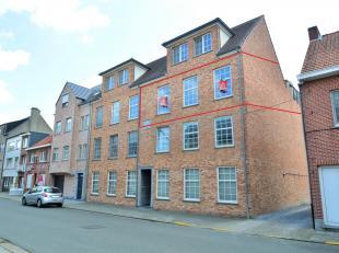 Appartement met 2 slaapkamers gelegen in het centrum van Geel!<br /> Ligging:<br /> Zéér centraal gelegen: het marktplein, de winkels, d