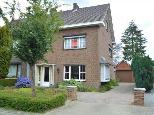 Woning met 3 slaapkamers en tuin gelegen in het centrum van Geel!<br /> Ligging:<br /> Zeer centrale ligging!<br /> Het openbaar vervoer, de scholen,