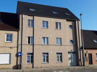 Fantastisch nieuw en ruim duplex-appartement (141m²) bestaande uit: inkomhal, ruime leefruimte met aansluitend groot terras (34m²), ingerich