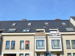 Appartement te huur gelegen in Ham op de eerste verdieping!<br /> Bestaande uit:<br /> - inkomhal<br /> - apart toilet<br /> - living<br /> - keuken<b