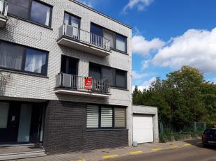 Prachtig gerenoveerd appartement met hoogwaardige afwerking in het hartje van Mol bestaande uit: inkomhal, mooie lichte leefruimte (parket) met open i